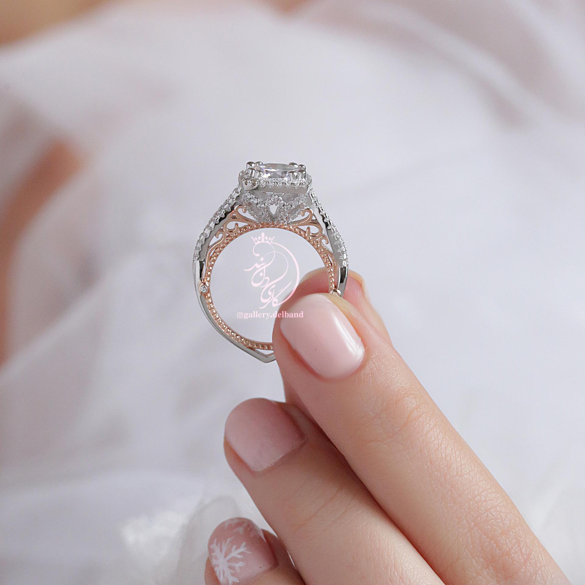 💎انگشتر لوکس جواهری بسیار زیبا و خاص؛ نقره عیار ۹۲۵ با روکش طلا سفید و داخل رکابها رزگلد با قالب جواهری