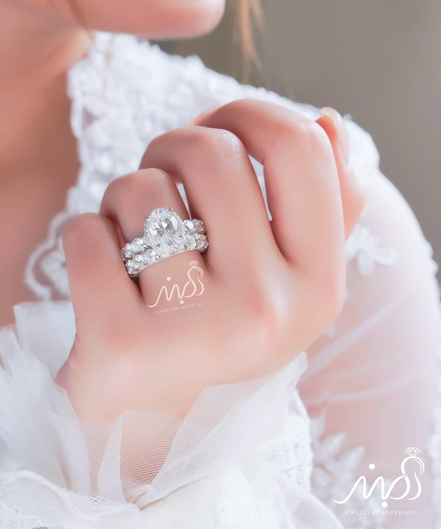 💍حلقه و پشت حلقه جواهری دورنگین آمریکایی ، نگین oval ( بیضی ) ؛ با طراحی خاص و زیبا نقره عیار ۹۲۵ با روکش طلا سفید 