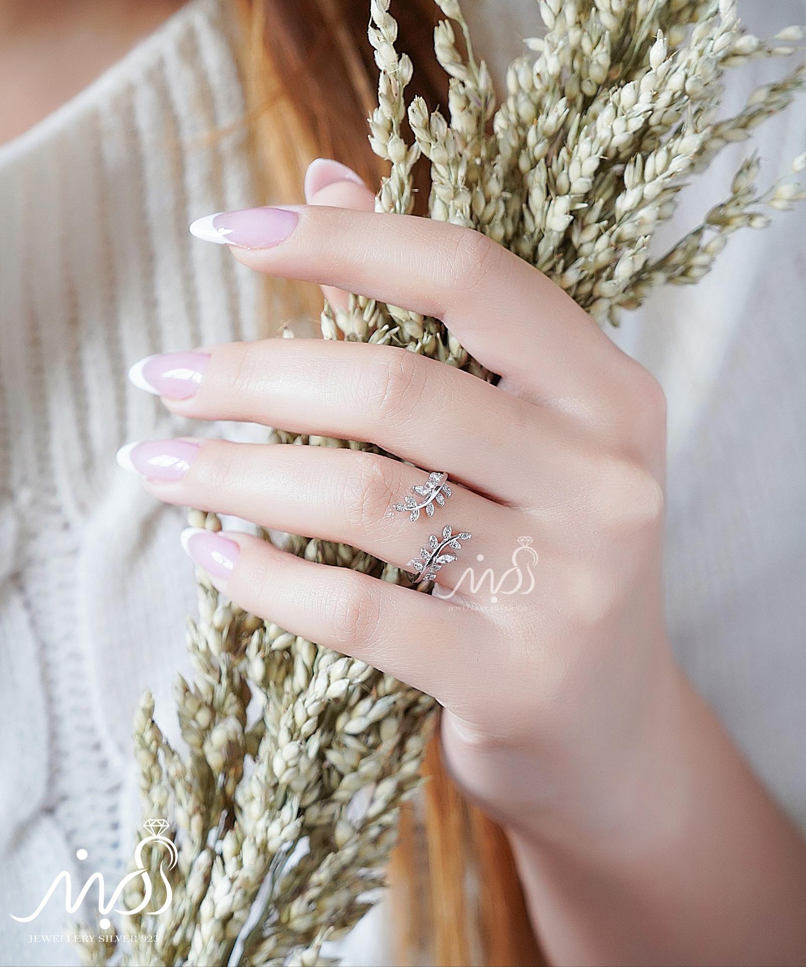 💍انگشتر طرح جواهر خوشه گندم ؛ با طراحی زیبا و ظریف نقره عیار ۹۲۵ با روکش طلا سفید (فری سایز)