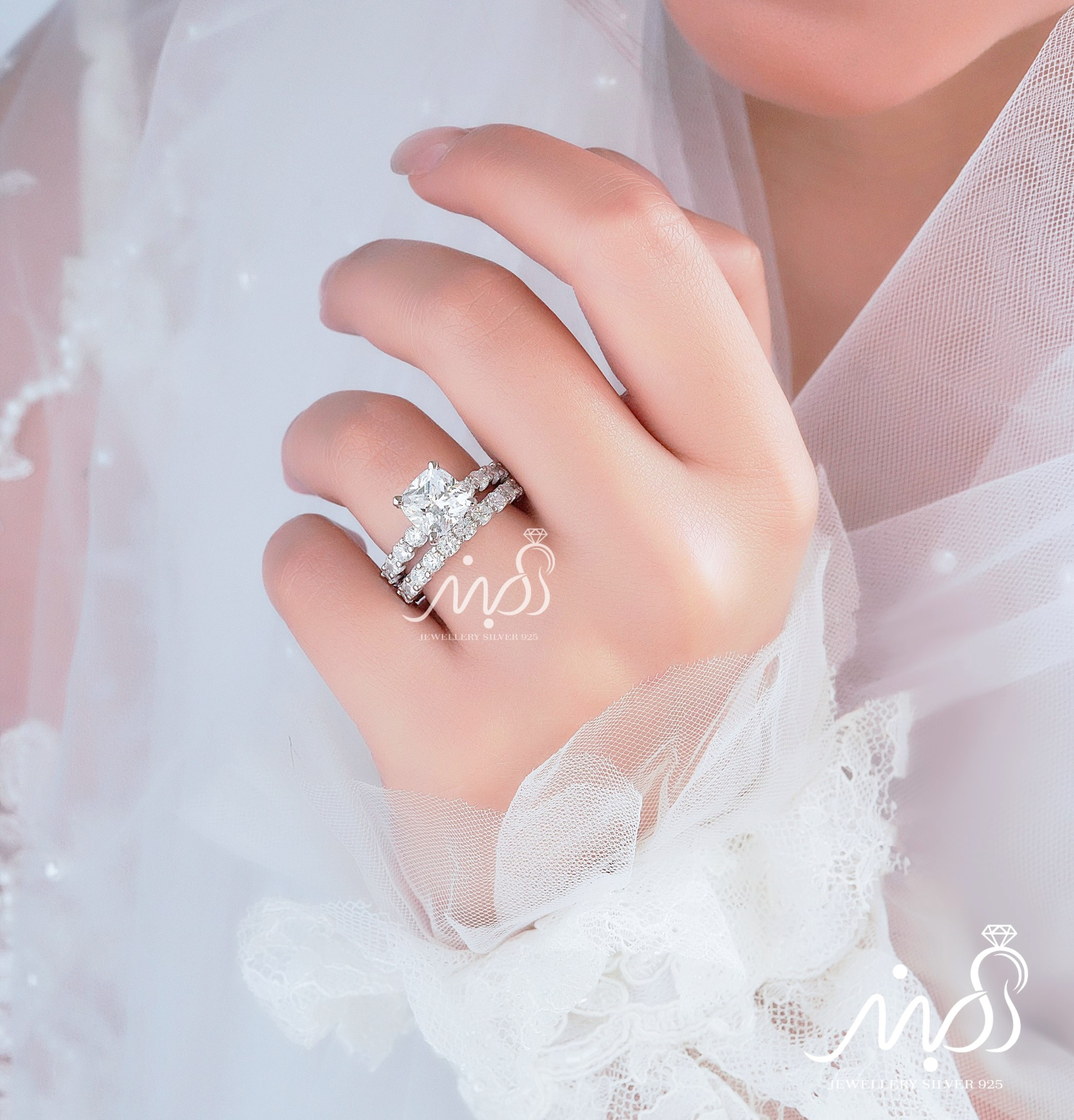 💍حلقه و پشت حلقه جواهری دورنگین آمریکایی ، princess-cut ( مربع ) ؛ با طراحی خاص و زیبا نقره عیار ۹۲۵ با روکش طلا سفید 