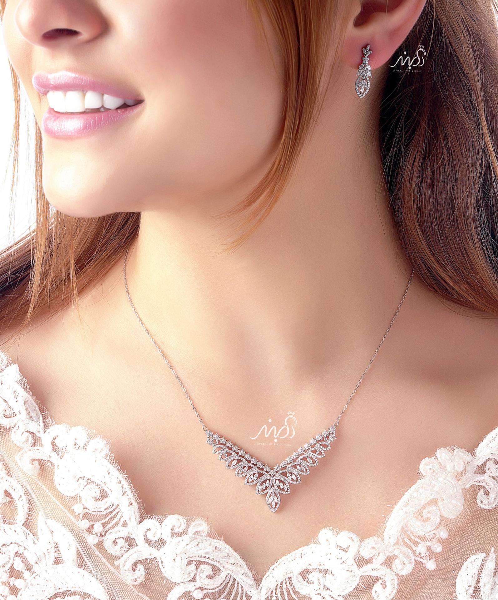 💍نیمست جواهری ظریف و زیبا میکروزنحیری با طراحی ژورنالی جواهرات بروز دنیا ، نگین های زیرکونیا اتریشی ؛ نقره عیار ۹۲۵ با روکش طلا سفید 