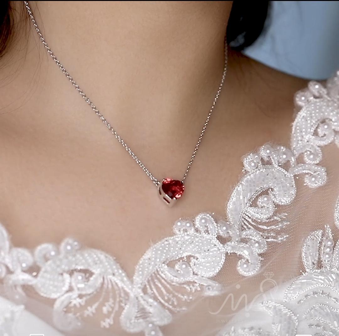 💍گردنبند طرح جواهر قلب با نگین یاقوتی ؛ با طراحی زیبا و ظریف نقره عیار ۹۲۵ با روکش طلا سفید(G_3058)